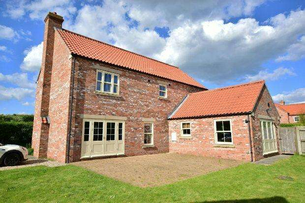 4 Bedrooms Detached House for sale in Caistor Road, Swallow, Market Rasen