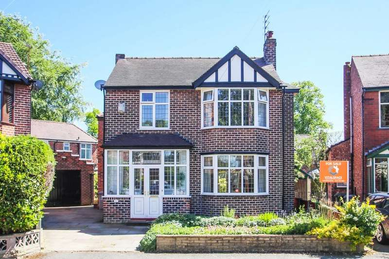 4 Bedrooms Detached House for sale in Moorlands Avenue, Urmston, Manchester, M41