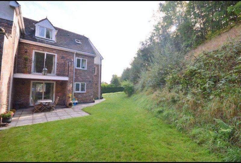5 Bedrooms Semi Detached House for sale in Bradshaw Lane, Grappenhall, WA4 2NJ