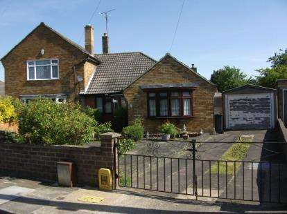 3 Bedrooms Bungalow for sale in Cuffley Close, Luton, Bedfordshire