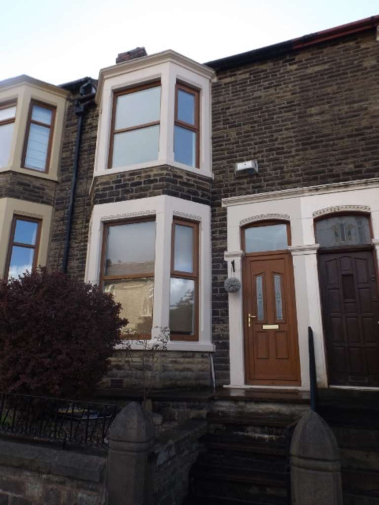 2 Bedrooms Terraced House for sale in 118 Crown Lane