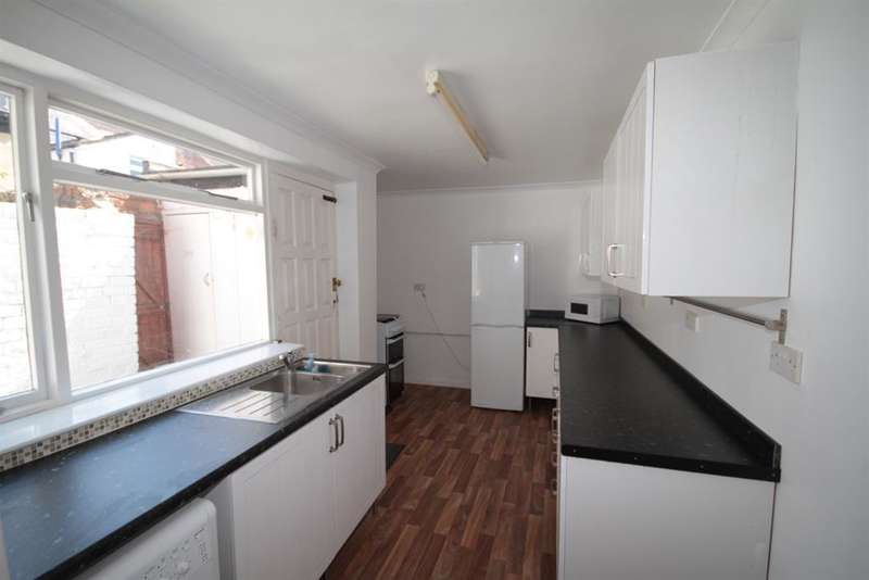3 Bedrooms Terraced House for sale in Clifton Street, Middlesbrough, TS1 4BZ