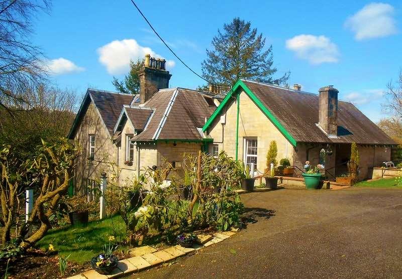 4 Bedrooms Maisonette Flat for sale in Hillside Crescent, Langholm, Dumfriesshire, DG13