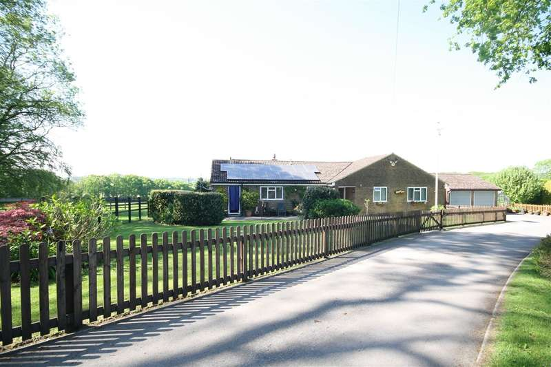 4 Bedrooms Bungalow for sale in Wickham Common