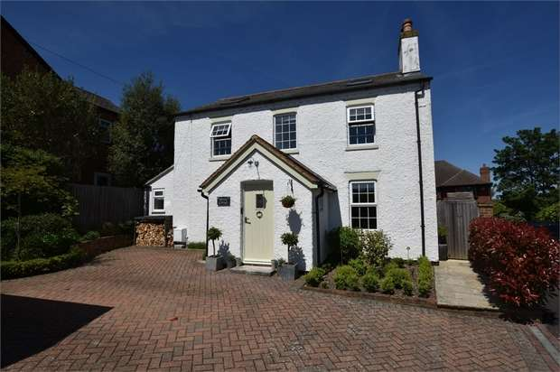 4 Bedrooms Cottage House for sale in Forest Road, Binfield, Berkshire