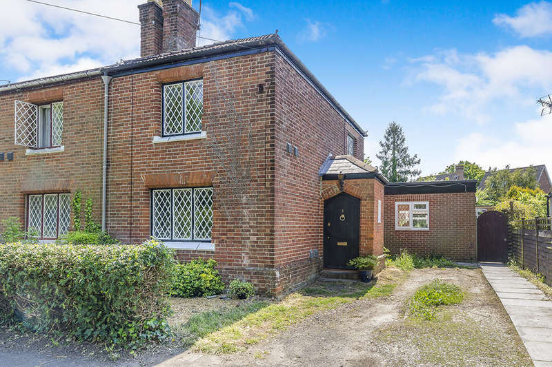 3 Bedrooms Semi Detached House for sale in Romill Close, West End, Southampton, SO18