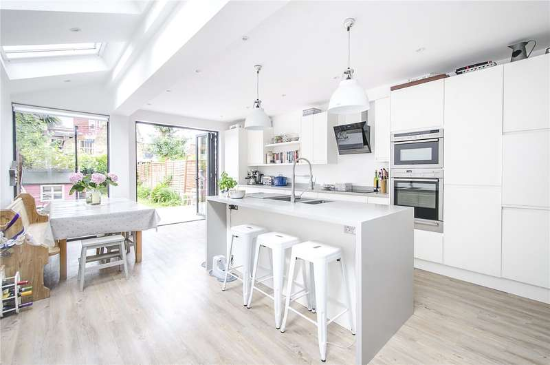 3 Bedrooms Terraced House for sale in Haverhill Road, London, SW12
