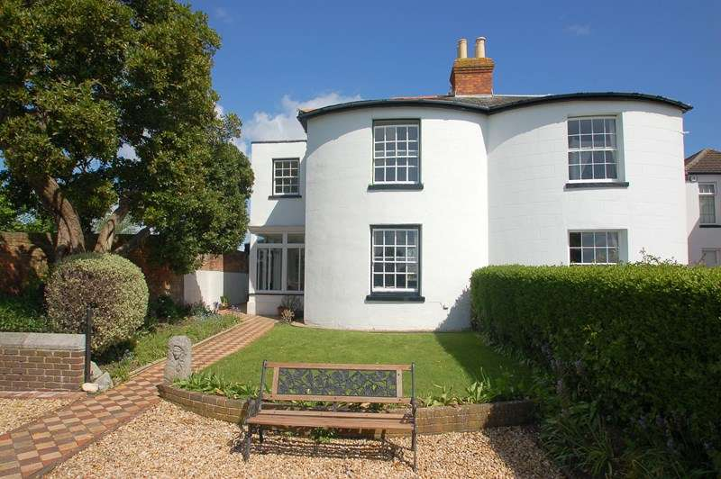 4 Bedrooms Semi Detached House for sale in Little Anglesey Road, Alverstoke, Gosport