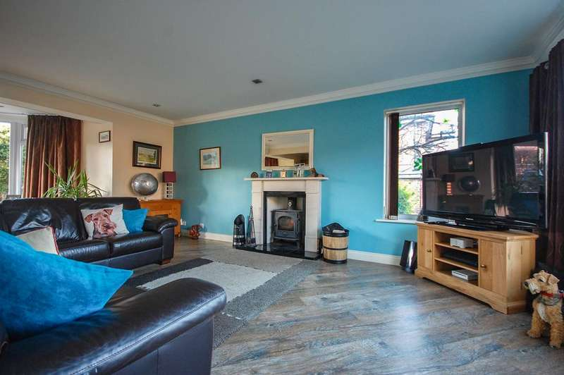 3 Bedrooms Detached House for sale in The Crescent, Saltburn TS12