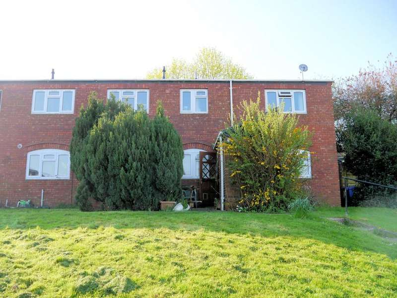 2 Bedrooms Ground Flat for sale in Wolf Lane, Windsor SL4