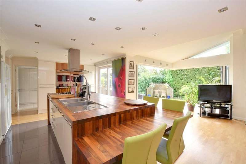 5 Bedrooms Detached House for sale in Stewart Close, Chislehurst, BR7