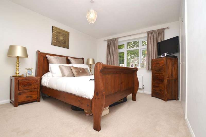 2 Bedrooms Flat for rent in Carlton Road Sidcup DA14