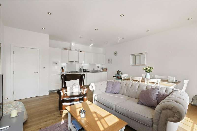 2 Bedrooms Flat for sale in Halesworth Court, 7 Alfred Street, London, E3