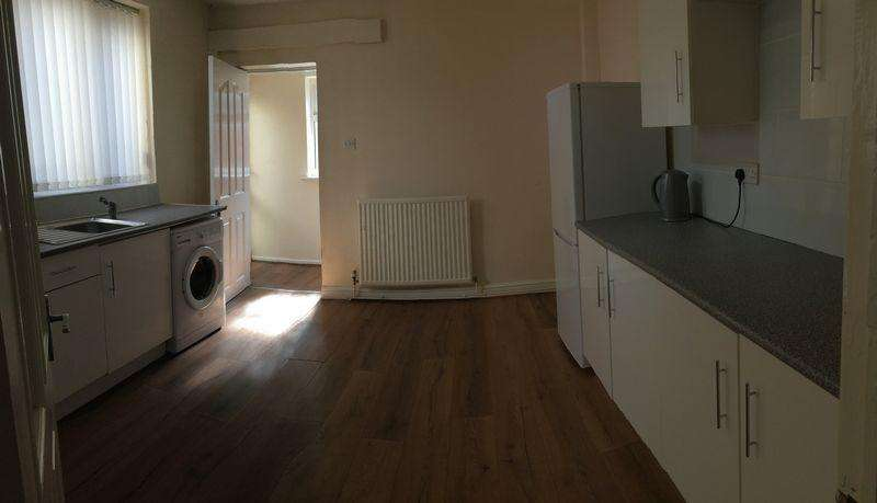 4 Bedrooms Terraced House for rent in 4 bedroom terraced property on Makin Street, L4