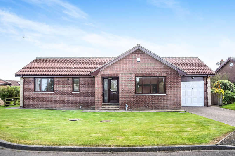 3 Bedrooms Detached Bungalow for sale in Islestone Drive, Seahouses, NE68