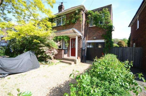 3 Bedrooms Semi Detached House for sale in Wroxham Road, Woodley, Reading
