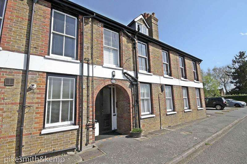 2 Bedrooms Flat for sale in Ye Meads House, TAPLOW, SL6