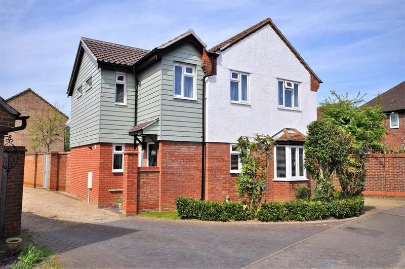 4 Bedrooms Detached House for sale in Dale Close, Stanway, CO3 0FG