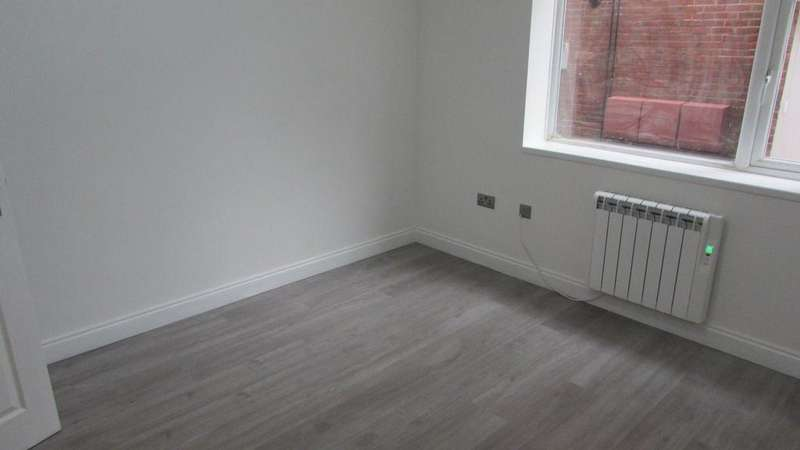 2 Bedrooms Flat for rent in MODERN TWO BED APARTMENT