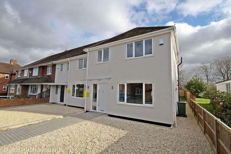 4 Bedrooms Semi Detached House for sale in Stompits Road, HOLYPORT, SL6