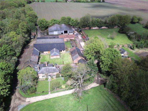 4 Bedrooms Detached House for sale in Parish Road, Stratton Strawless, Norwich, Norfolk
