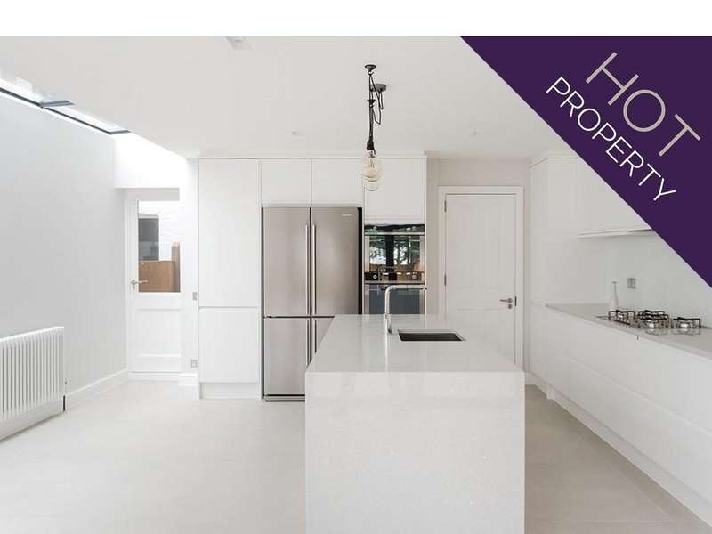 4 Bedrooms Terraced House for sale in Bassingham Road, London SW18