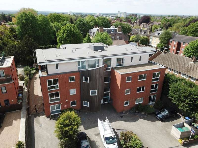 2 Bedrooms Flat for rent in Plaistow Lane, Bromley, BR1