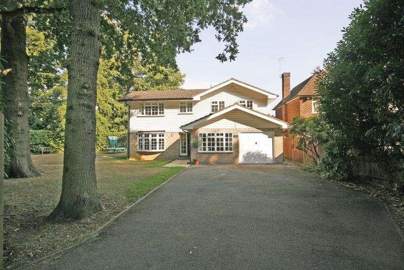 4 Bedrooms Detached House for rent in Dartnell Pk Rd, West Byfleet, KT14 6PR