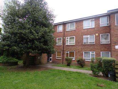 3 Bedrooms Flat for sale in Taylor Close, Tottenham, Haringey, London