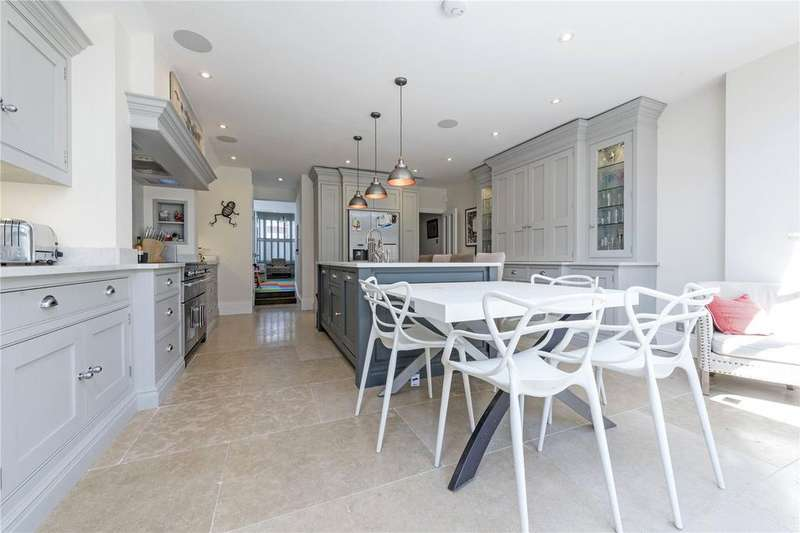 5 Bedrooms Terraced House for sale in Broxash Road, Between The Commons, London, SW11
