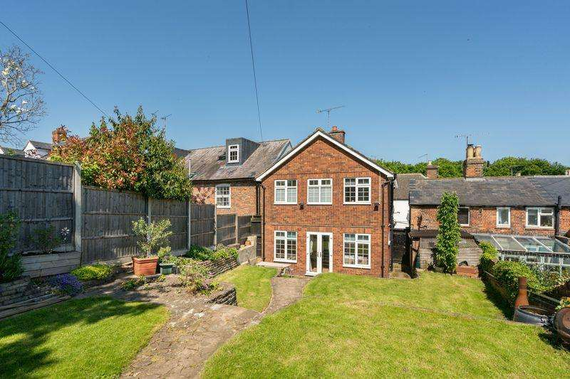3 Bedrooms Detached House for sale in High Street, Markyate. With Detached Annexe