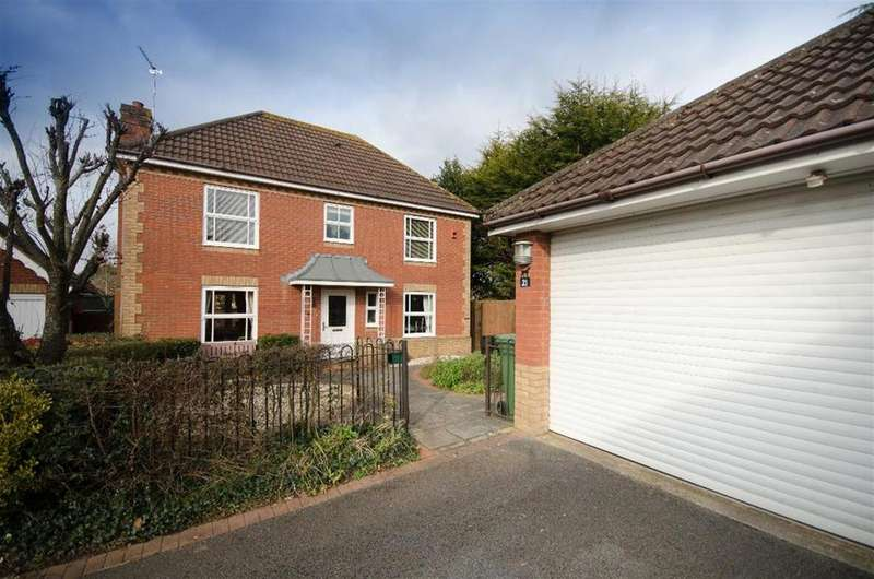 4 Bedrooms Detached House for sale in Heathfields, Downend, Bristol, BS16 6HT