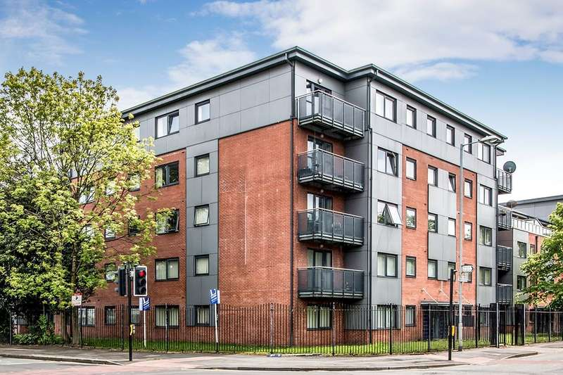 4 Bedrooms Flat for rent in Denmark Road, Manchester, M15