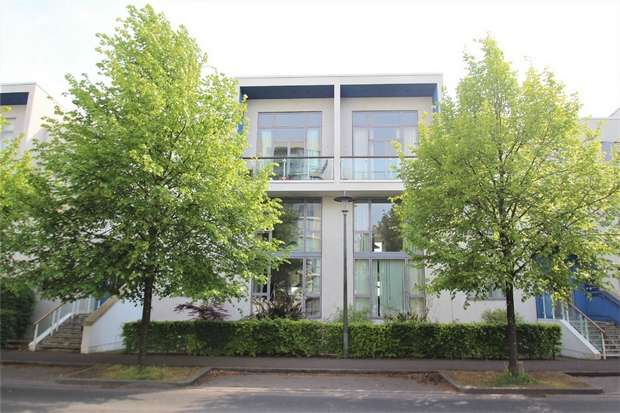 2 Bedrooms Flat for sale in 18 Harbour Road, Portishead, Bristol