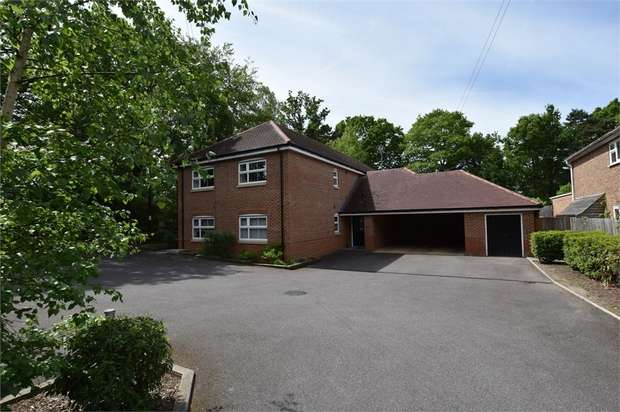 2 Bedrooms Flat for sale in California Place, Finchampstead Road, Wokingham, Berkshire