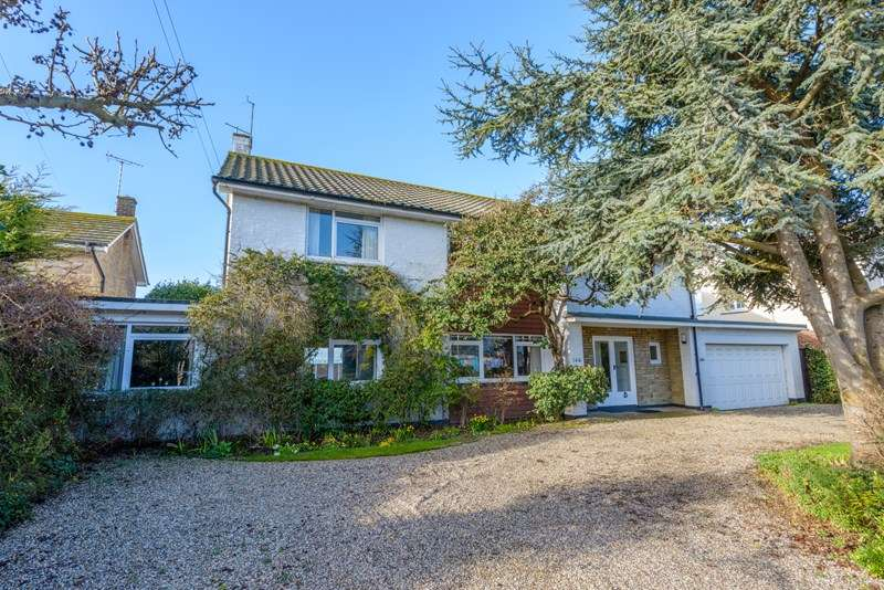 4 Bedrooms Detached House for sale in Burges Estate, Thorpe Bay