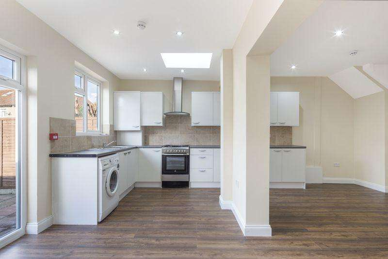 4 Bedrooms Terraced House for sale in Stockport Road, Streatham