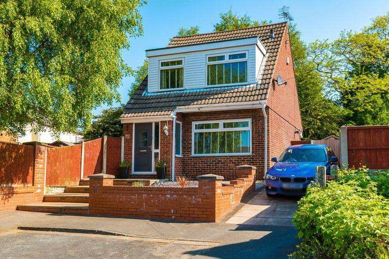 3 Bedrooms Detached House for sale in Kilburn Avenue, Wigan