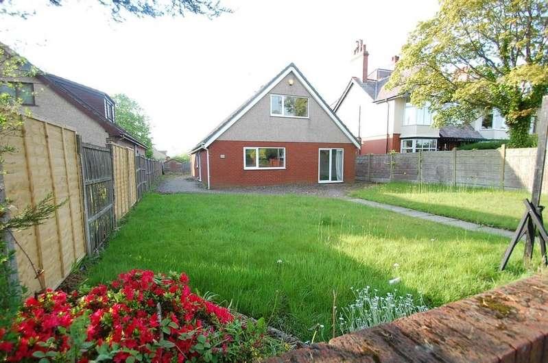 3 Bedrooms Detached Bungalow for sale in Blackburn Road, Rishton