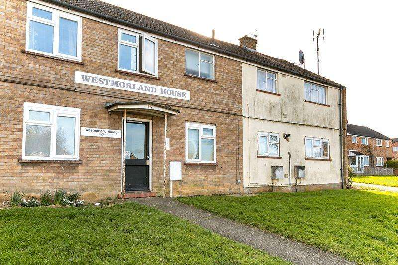 2 Bedrooms Flat for sale in Forfar Drive, Milton Keynes
