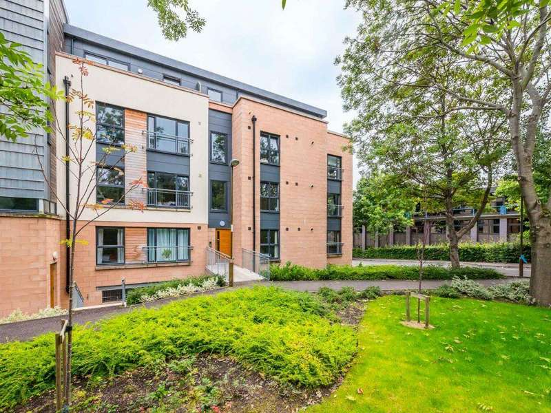 2 Bedrooms Flat for rent in PINKHILL PARK, EDINBURGH, EH12 7FA