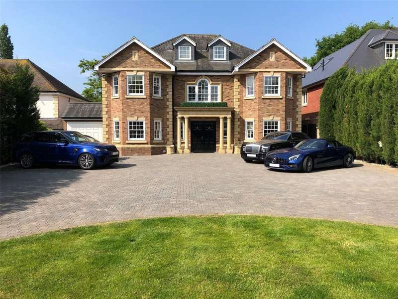 6 Bedrooms Detached House for sale in Nelmes Way, Emerson Park, Essex, RM11