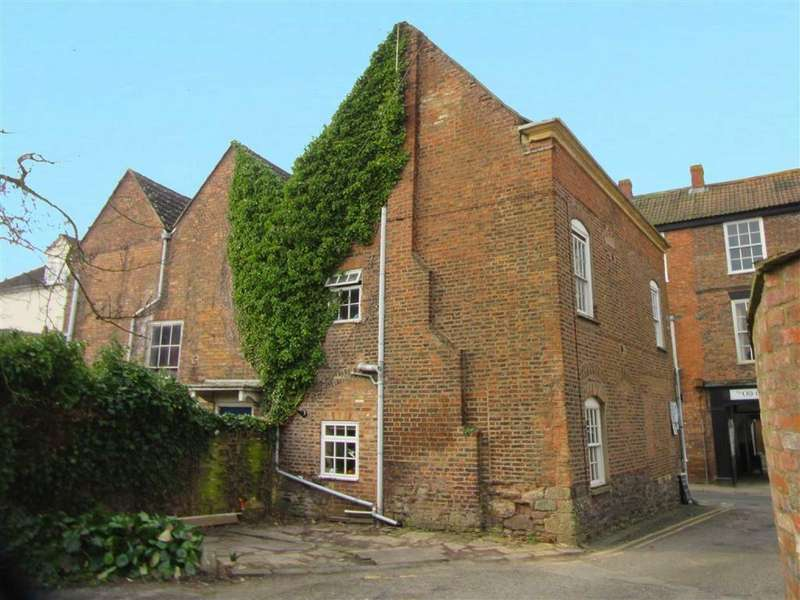 2 Bedrooms Town House for sale in High Street, Berkeley, GL13