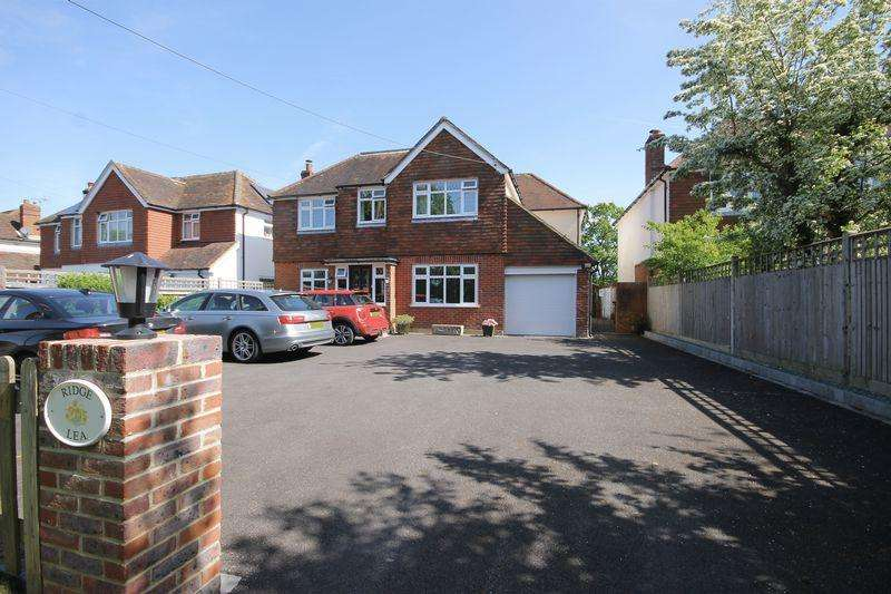 5 Bedrooms Detached House for sale in Gatehouse Lane, Burgess Hill, West Sussex