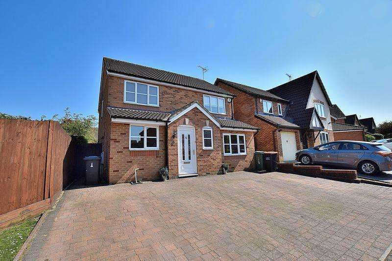 4 Bedrooms Detached House for sale in Tibbett Close, South West Dunstable