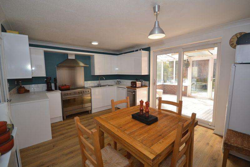 3 Bedrooms Town House for sale in Nibletts Hill, St George, Bristol