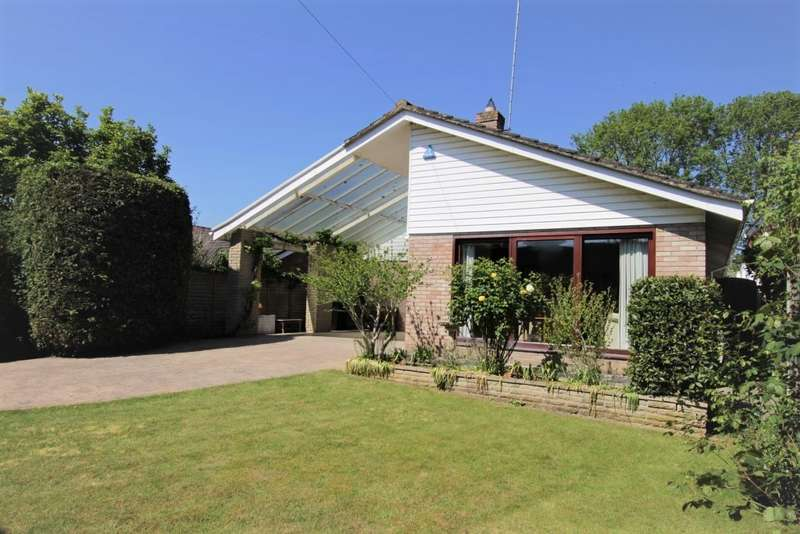 3 Bedrooms Detached Bungalow for sale in Wintringham Way, Purley On Thames, Reading, RG8