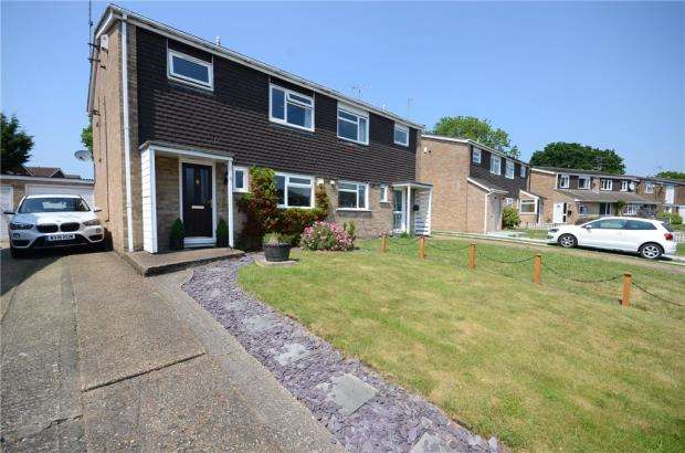 3 Bedrooms Semi Detached House for sale in Cypress Road, Woodley, Reading