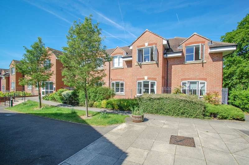 2 Bedrooms Flat for sale in Gray House, Bells Hill Green, Stoke Poges, SL2