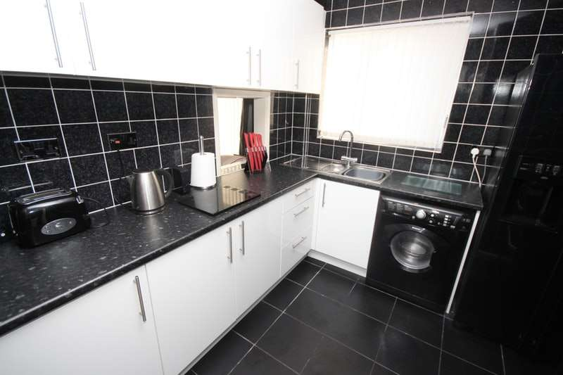 2 Bedrooms Semi Detached House for sale in Lytham Road, Widnes, Cheshire, WA8